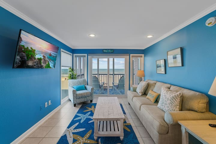 Luxury Direct Ocean View 3-Bedroom on Beach & Pool