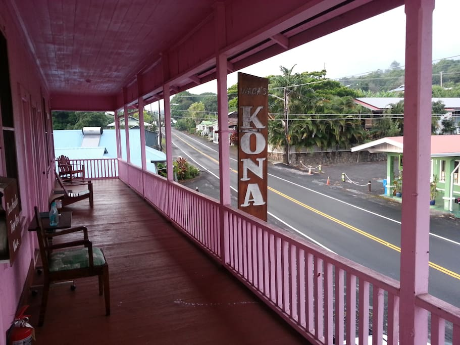 North view of Holualoa overlooking the Holuakoa Cafe where good food and drink is found!