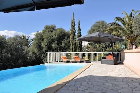 Villa avec piscine, vue mer, près d'Ajaccio - Bastelicaccia - วิลล่า