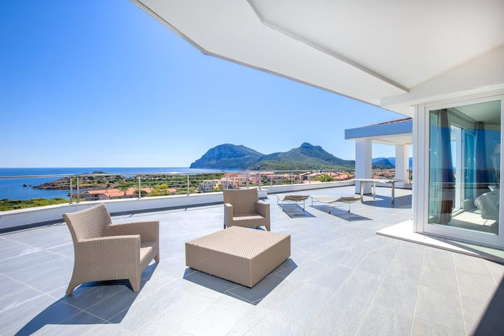 Penthouse Apartment 12 in Villa Marconi with Sea & Mountain View, 360°-degree Panoramic Terrace & Wi-Fi; Parking Available