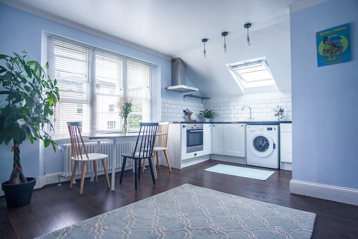 *NEW Quiet Eco Flat in Central Location + Parking