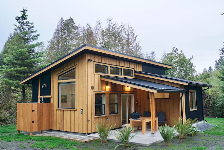 Zephyr Cottage-West Coast Living in Sooke