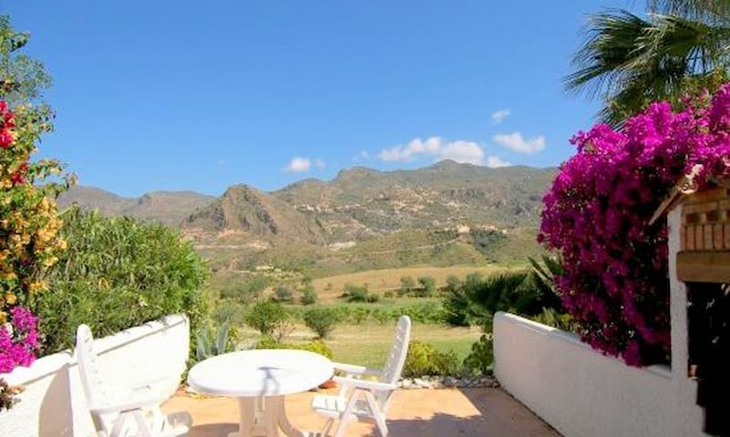 Stunning views in glorious valley  - Turre - Huis