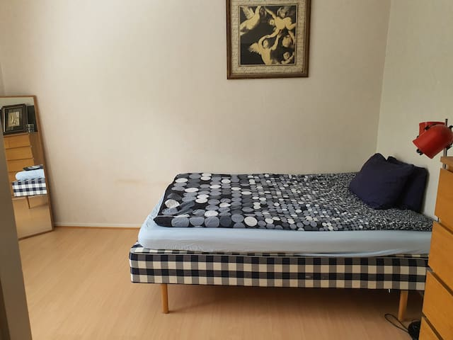 Room in Stockholm, Calm area and near to City!