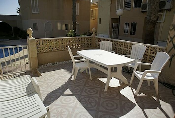 156 - 2 bed Townhouse 100m to the sea - Torrevieja - Huis
