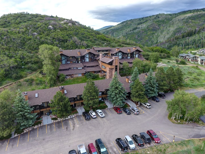 Cozy Steamboat getaway with incredible views!