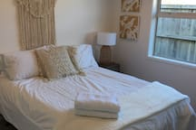 Relaxing Room - Great for business, travel, study
