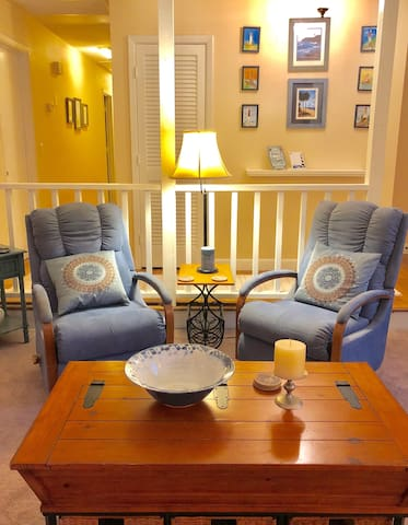 Private Suite in Roomy Ranch close to Downtown
