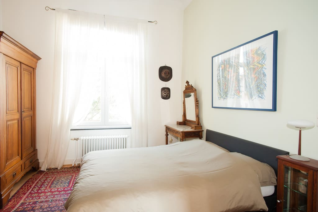 Bedroom with view on the internal garden