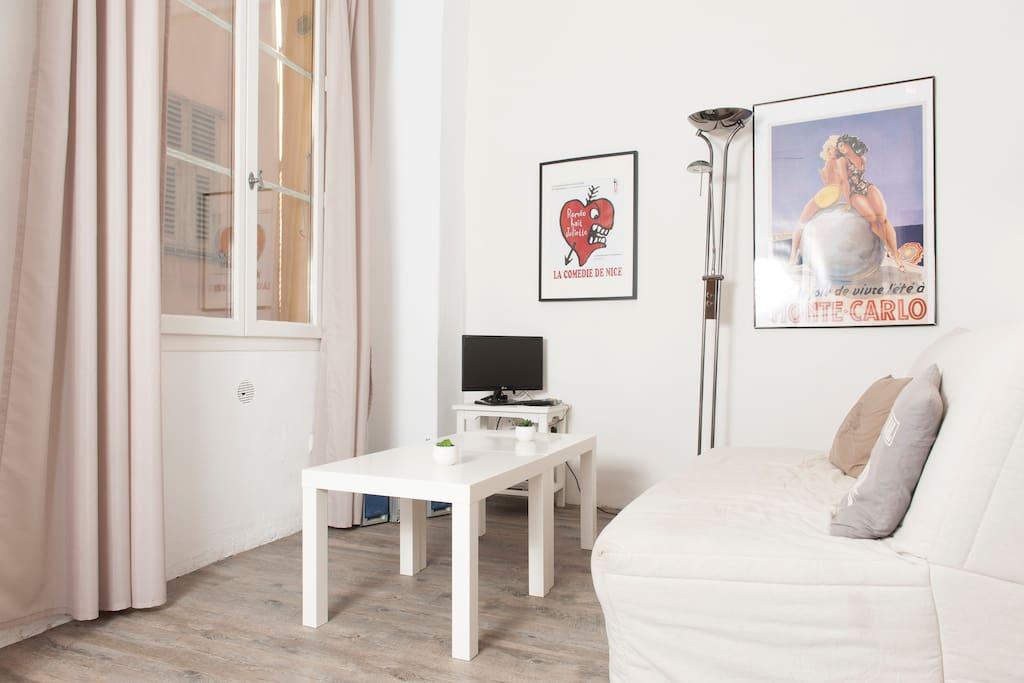 studio meubl dans le vieux nice appartements louer nice provence alpes c te d 39 azur france. Black Bedroom Furniture Sets. Home Design Ideas