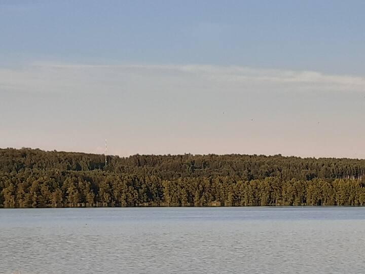 Комната рядом с озером