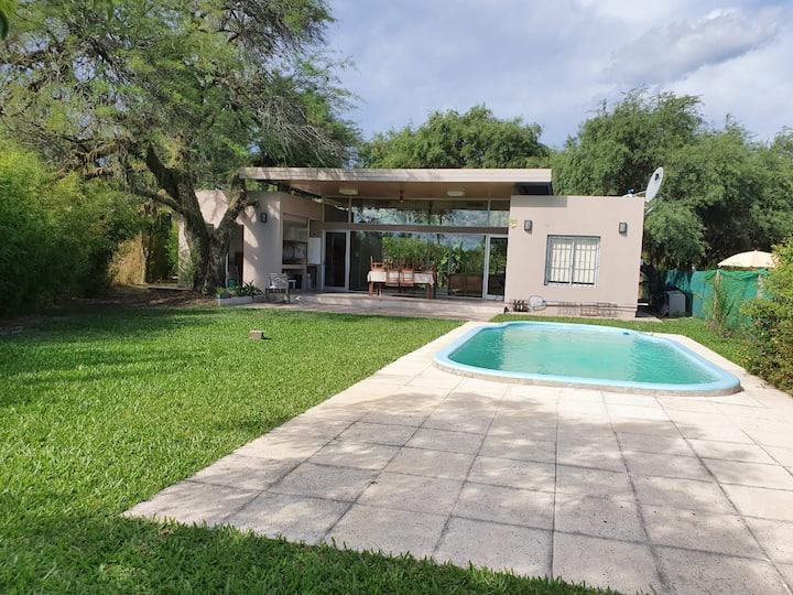Excepcional quinta c/piscina zona Colonia Benitez.