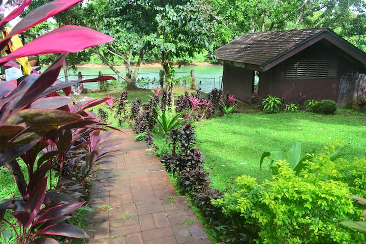 Villa Ippa - waterfront lake Caliraya - Lumban - Villa