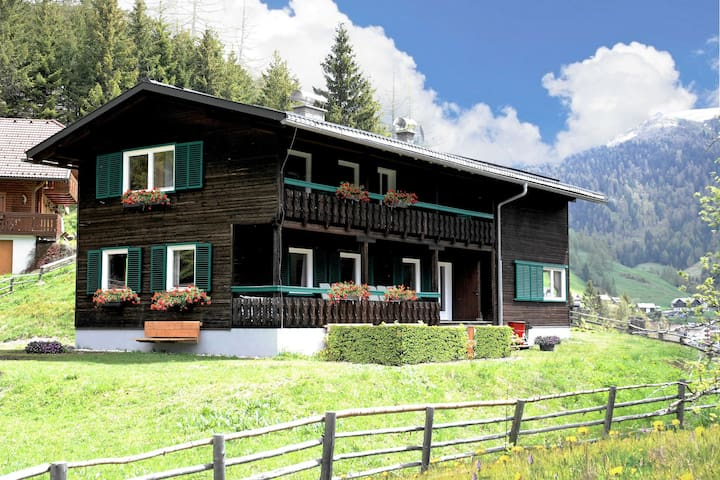 Beautiful and very luxurious chalet in walking and skiing area Innerkrems, with sauna and hottub