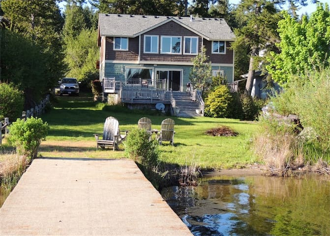 Large Lake Front Home With Private Dock - Kayaks - Shelton - Rumah