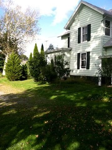 Gorgeous Farmhouse in Village  - Copake - บ้าน