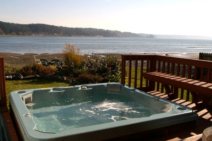 Allyn Beachfront-HotTub-Puget Sound