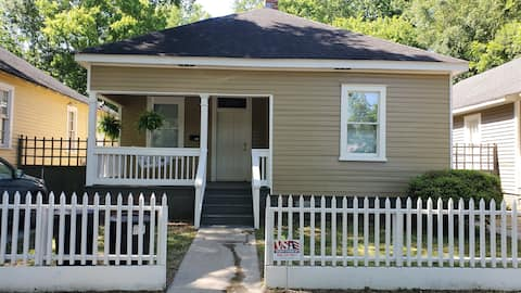 🌰Acorn Bungalow🌰 ⭐Lakebottom 5 min to Downtown⭐