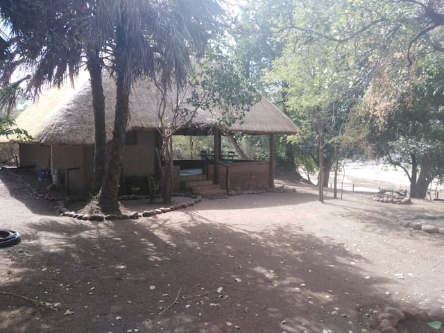 Nthakeni Bush & River camp Mulala family cottage