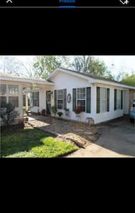 Awesome private detached 2bd/1ba - Lake Charles - House