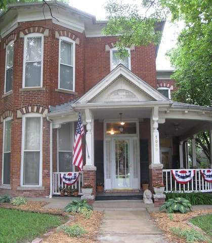Historic Hannah Jo Cusack Home - Atchison - Rumah