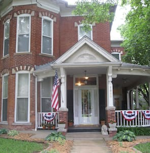Historic Hannah Jo Cusack Home - Atchison - House