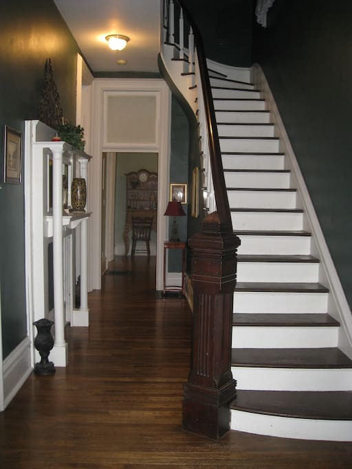 Entry. Sweeping 11' staircase.