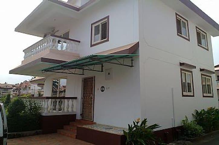 Goa, Benaulim, Lotus suites, 2 stry - Benaulim - Casa