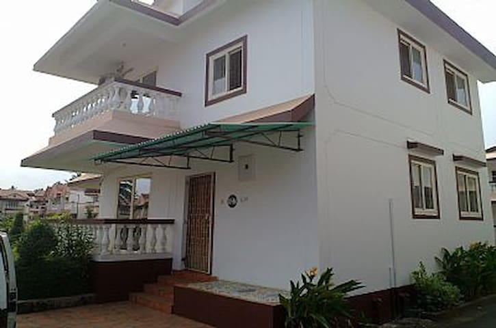 Goa, Benaulim, Lotus suites, 2 stry - Benaulim - Ev