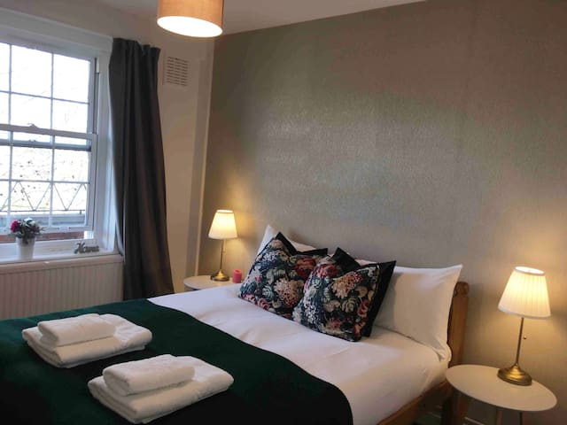 1mn Camden Market-Central London *Double Room*