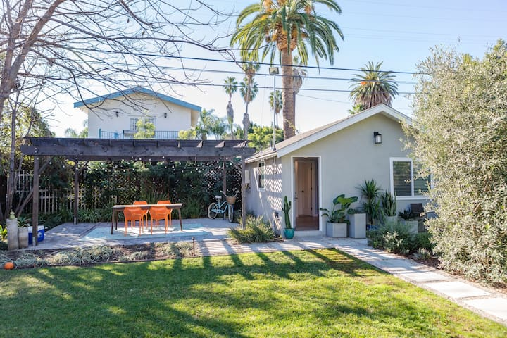 Private guesthouse in the heart of Hollywood