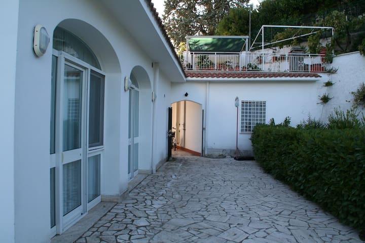 Dependance in villa - Castelnuovo di Porto - Villa