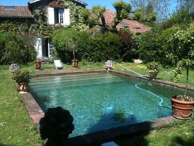 Must: Maison de charme avec Piscine et Jardin clos - Launaguet - House