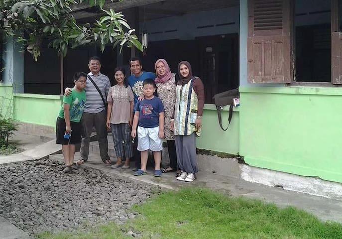 Rumah Sanggar Batik Tulis Solo - Surakarta - House