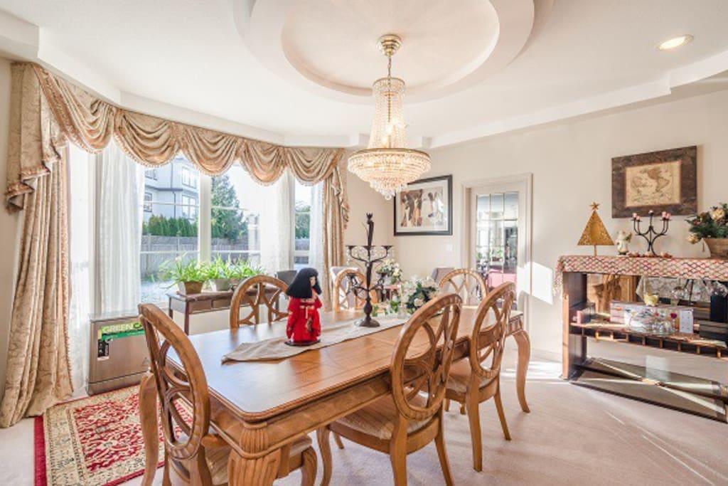 Bright cosy dining area 明亮舒適用餐區