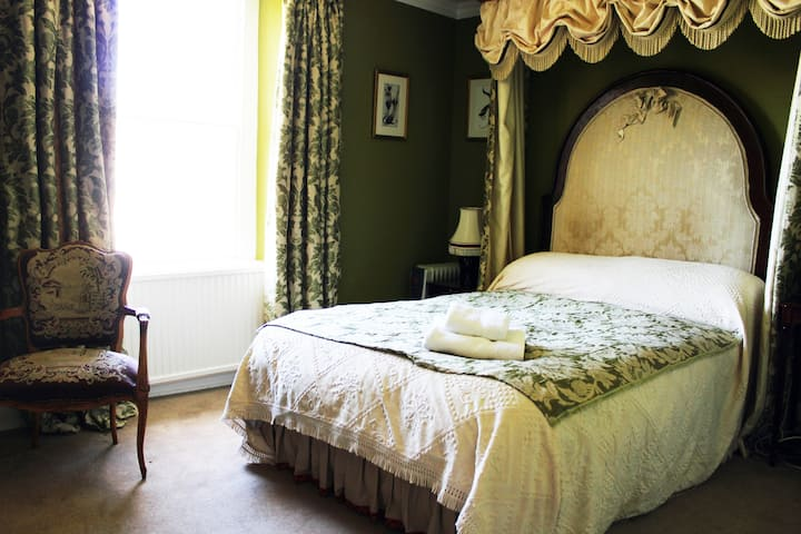 Double Room. Elegant Georgian