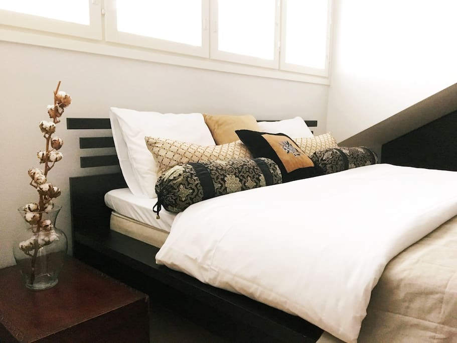 Comfortable queen bed with fresh laundred quality sheets.