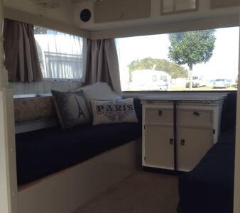 Kiwi vintage caravan experience - Kaiteriteri
