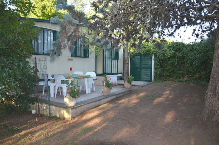 Chalet, garden, 30 min from S Peter - Rome - Cabin