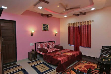 Small Cozy Property - Satara - Bungalow