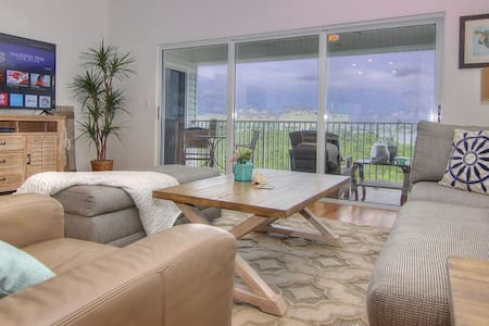 Intracoastal Waterway Views! Steps to the beach!
