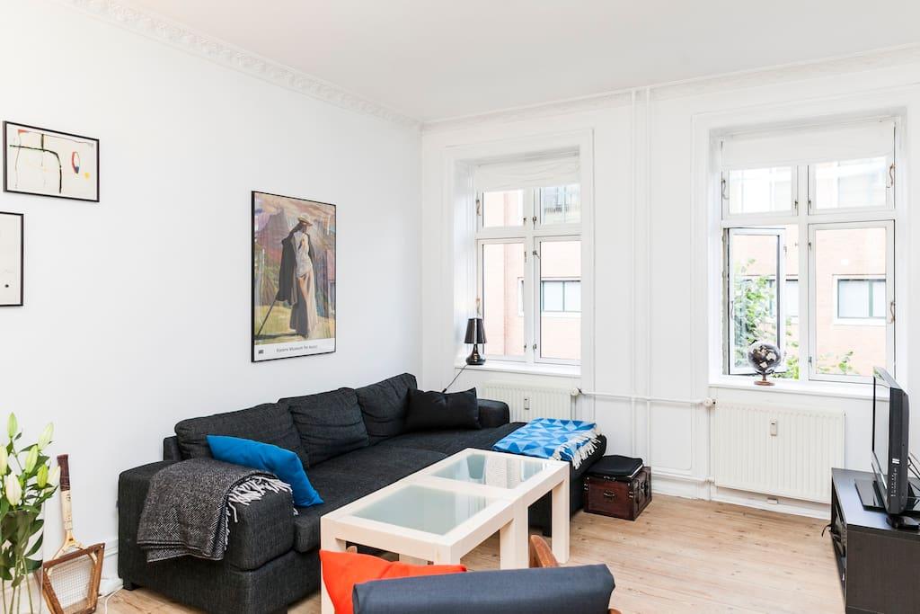 living room / stue - sofa kan bruges som ekstraseng