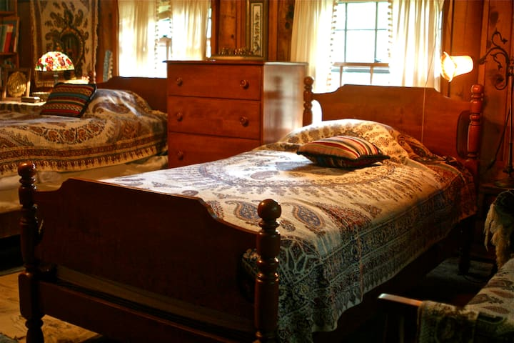 Spend a night in our Persian Room! - Spencer
