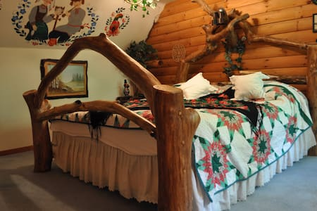 Enjoy the beautiful Russian Room! - Spencer - Bed & Breakfast