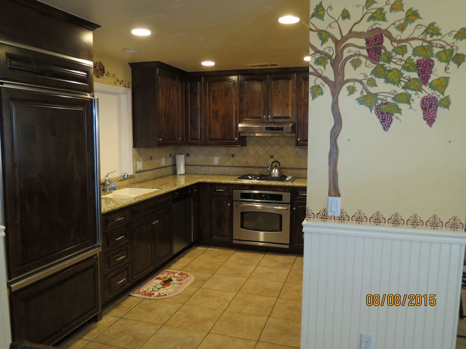 Complete kitchen with stainless appliance and all your cooking needs!