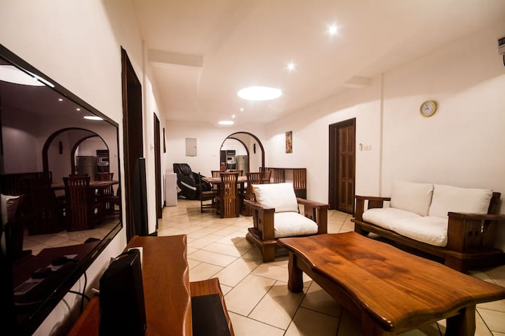 Awesome beach pad @ Cowrie Shell Apartments - Mombasa - Apartment