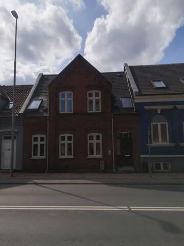 Hyggeligt byhus centralt i Odense