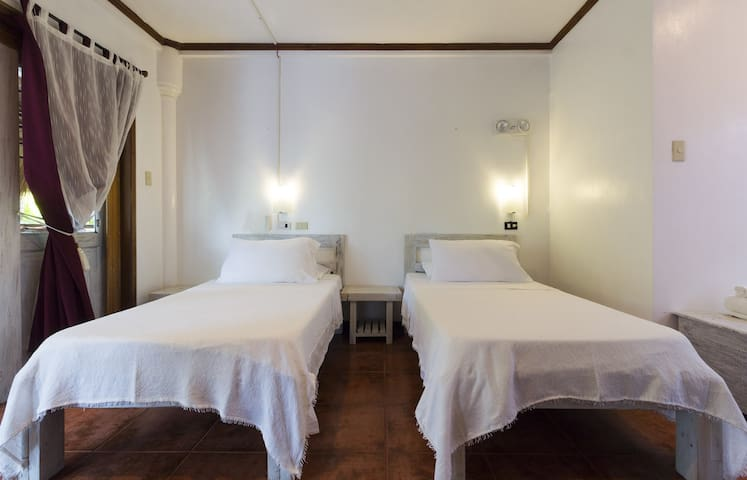Lanterna Mini Hotel - Ground Floor Room (TwinBeds) - Boracay Island - Villa