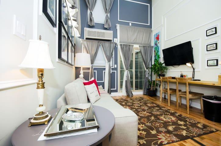 Duplex w/ Patio @ Box House Hotel