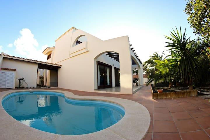 Room no. 2 - KoHoLa Surf House Fuerteventura